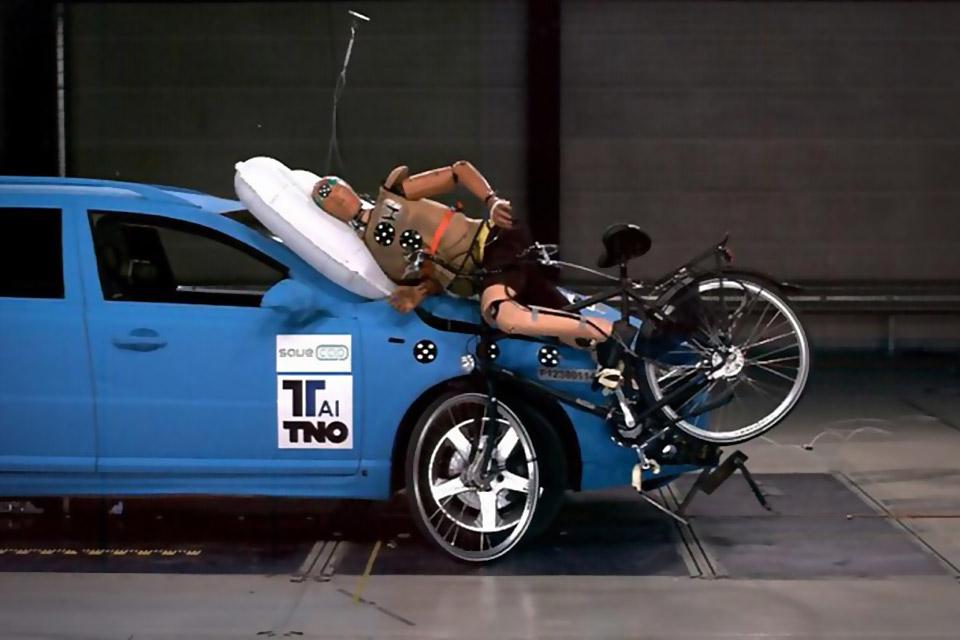 Внешние автомобильные подушки безопасности TNO