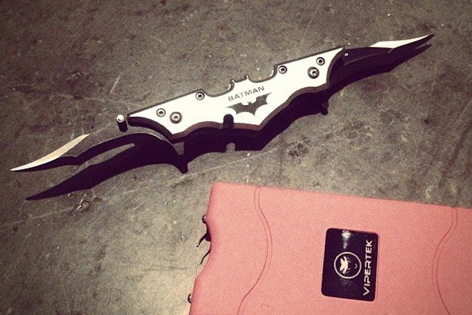 Складной нож-батаранг Batman Batarang Folding Knife