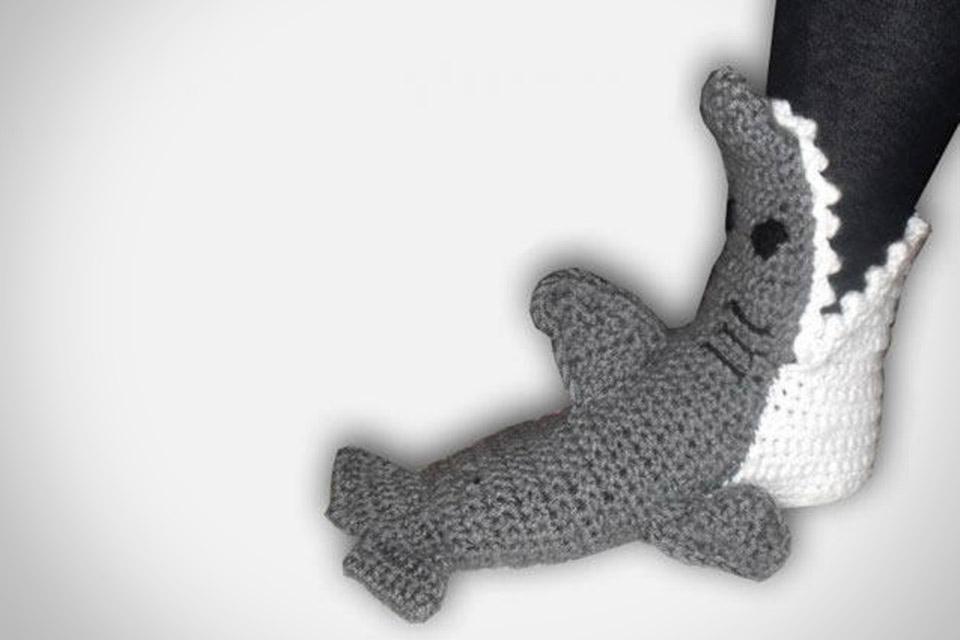 «Хищные» тапочки Crocheted Shark