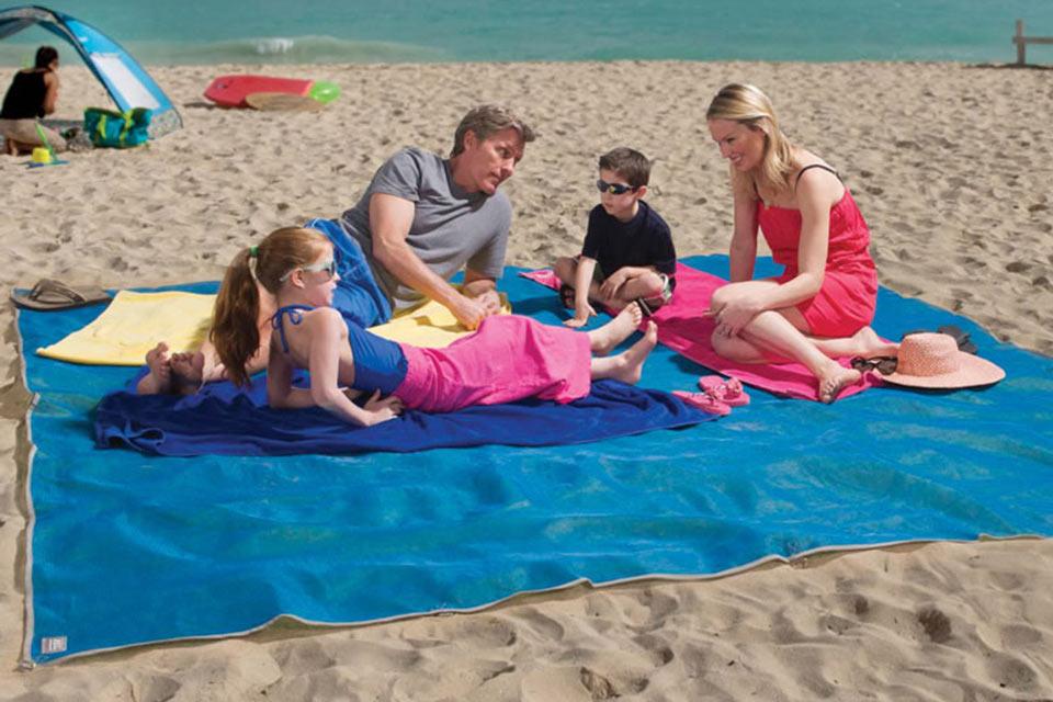 Пляжная подстилка CGear Giant Sandless Beach Mat