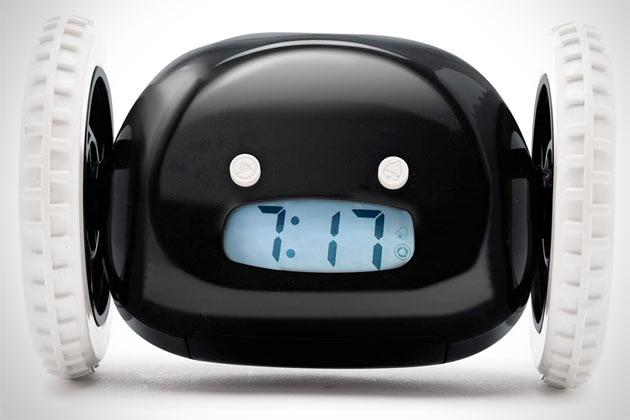 Clocky-Rolling-Runaway-alarm-clock-3