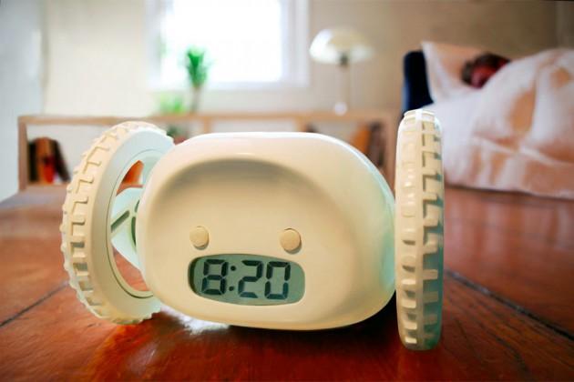 Clocky-Rolling-Runaway-alarm-clock