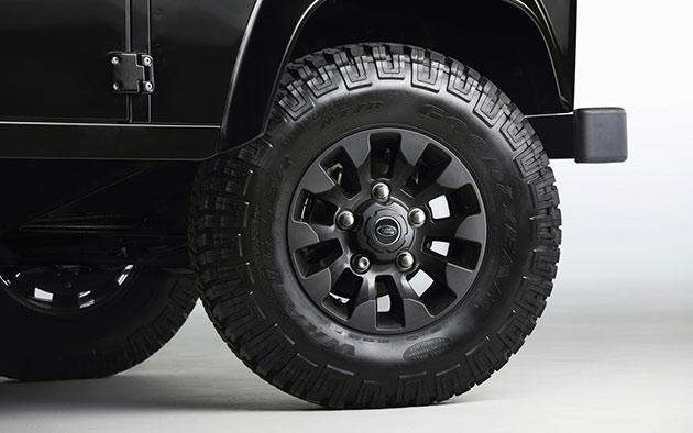 04-Land-Rover-Defender-LXV