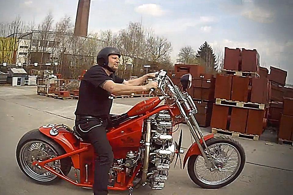 Мотоцикл с авиационным двигателем Red Baron
