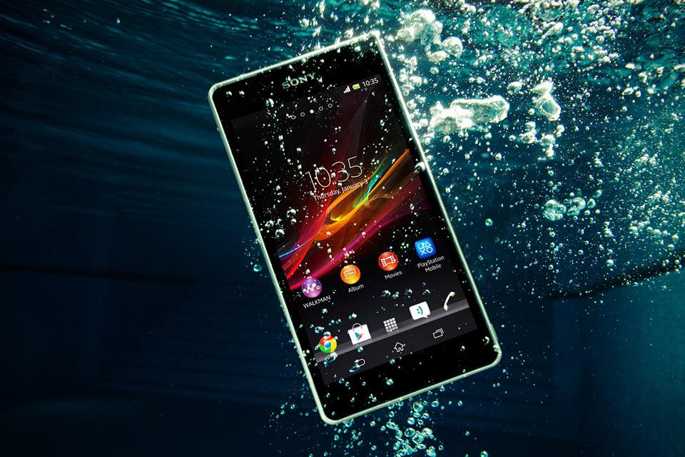 Водозащищенный смартфон Sony Xperia ZR