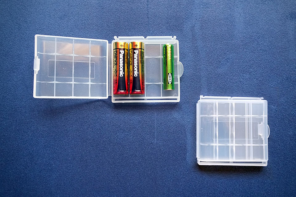Контейнер для батареек Flip-open 4-Slot AA AAA Battery Carrying Case