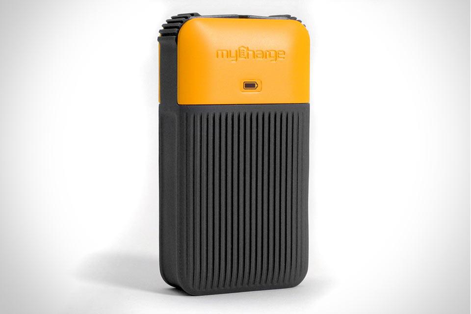 Защищенная внешняя батарея myCharge AmpXT