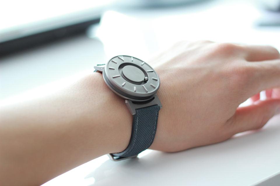 Самый горячий проект недели на Кикстартере –тактильные часы The Bradley