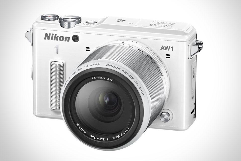 Защищенная компактная камера со сменным объективом Nikon 1 AW1