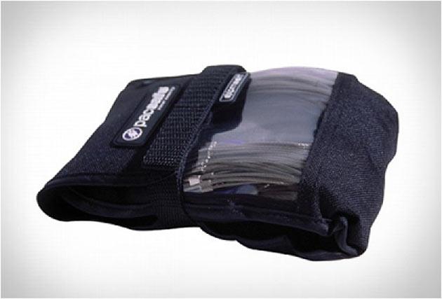 03-Pacsafe-Bag-Protector1