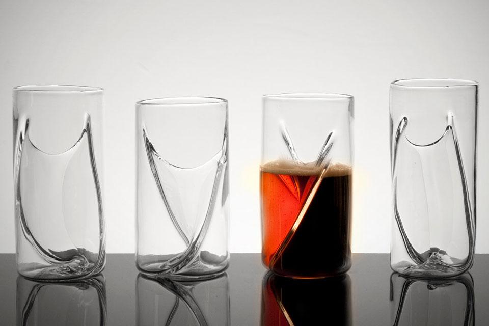 Стакан Dual Beer Glass с отдельными емкостями для двух сортов пива