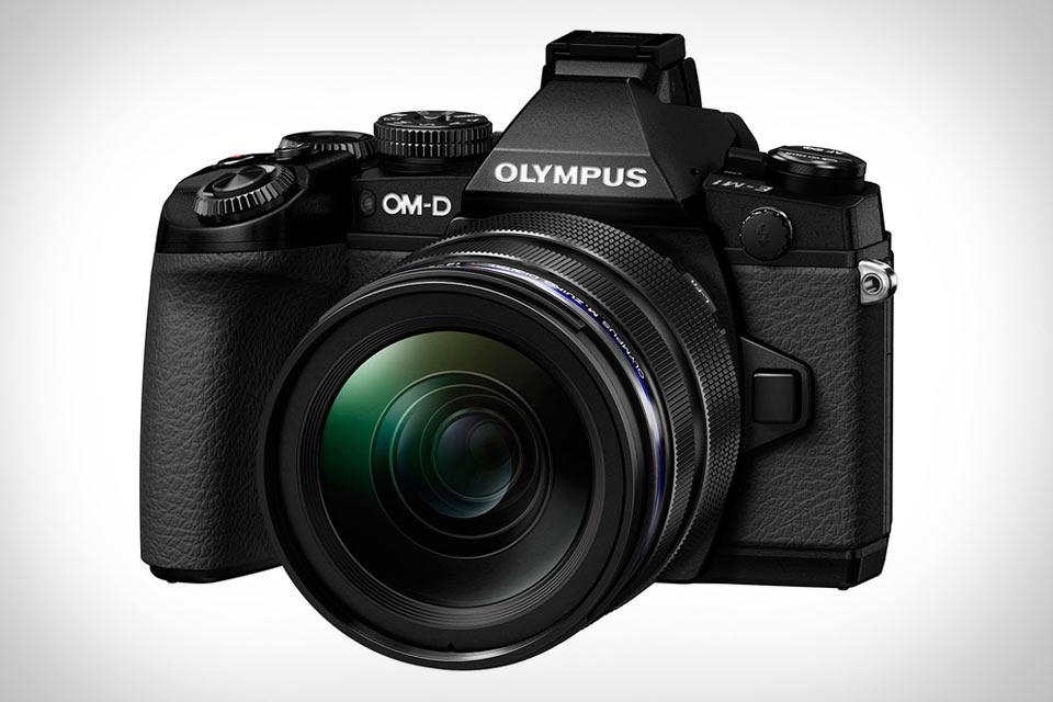 Компактная камера Olympus-OM-D E-M1 с высоким качеством фото