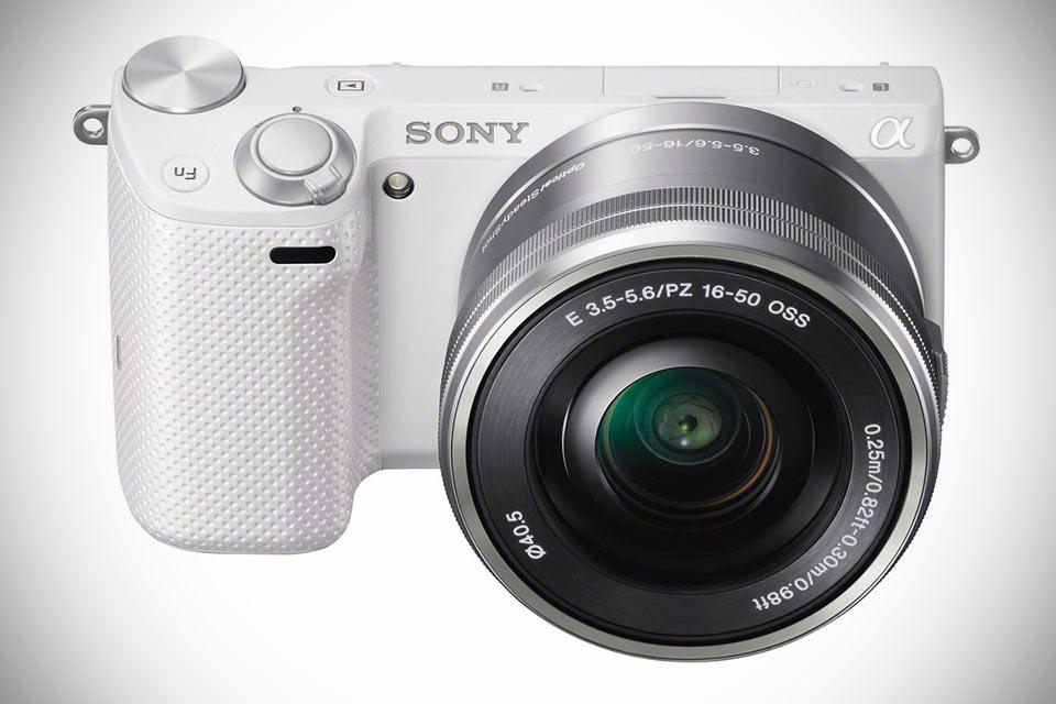 Компактная беззеркальная камера Sony NEX-5T