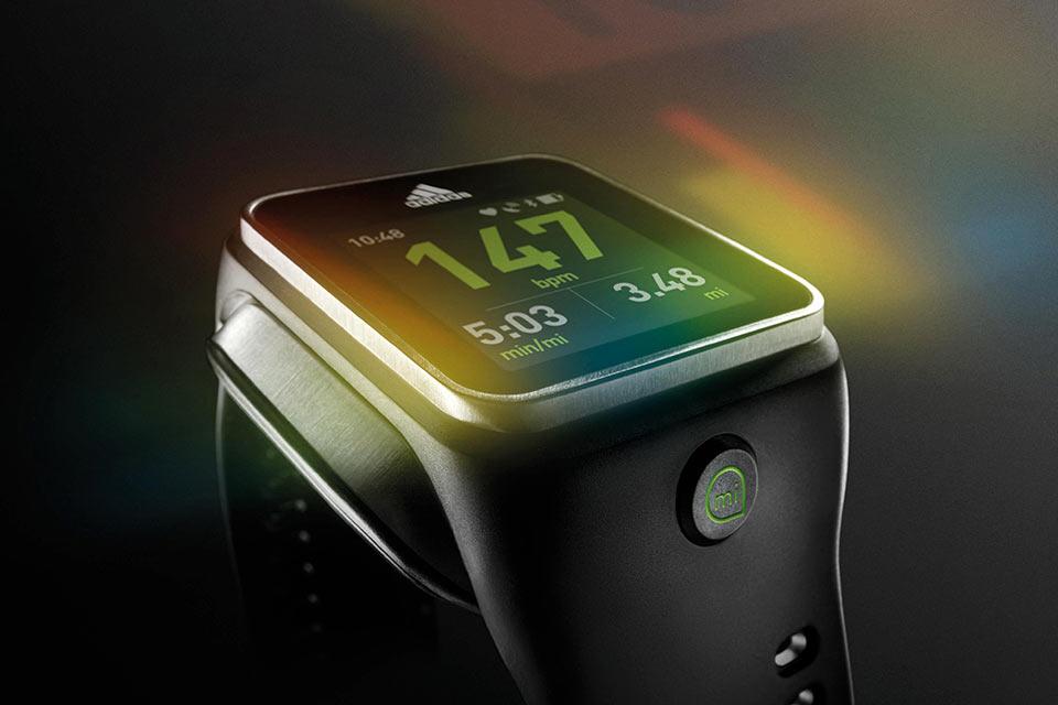 Смартчасы Adidas miCoach Smart Run со встроенным лазерным пульсометром и GPS