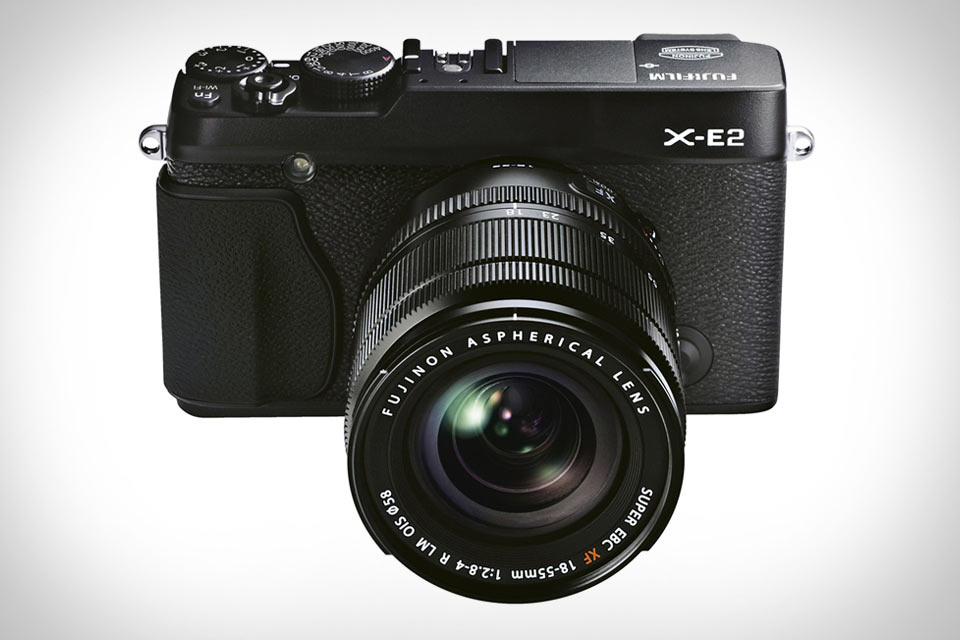Беззеркальная камера Fuji X-E2 со сверхбыстрым автофокусом