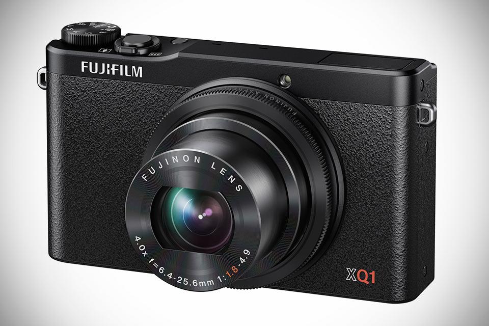 Компактная камера Fujifilm XQ1