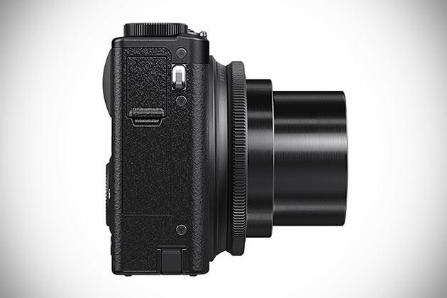 08-Fujifilm-XQ1