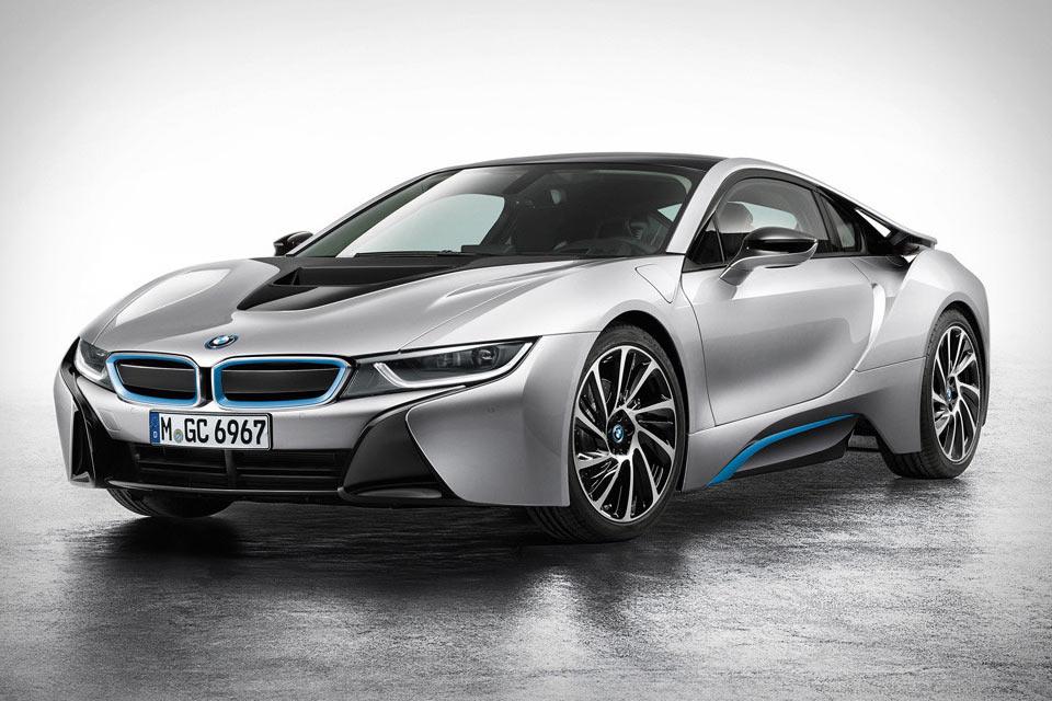 Мощный гибридный автомобиль BMW i8