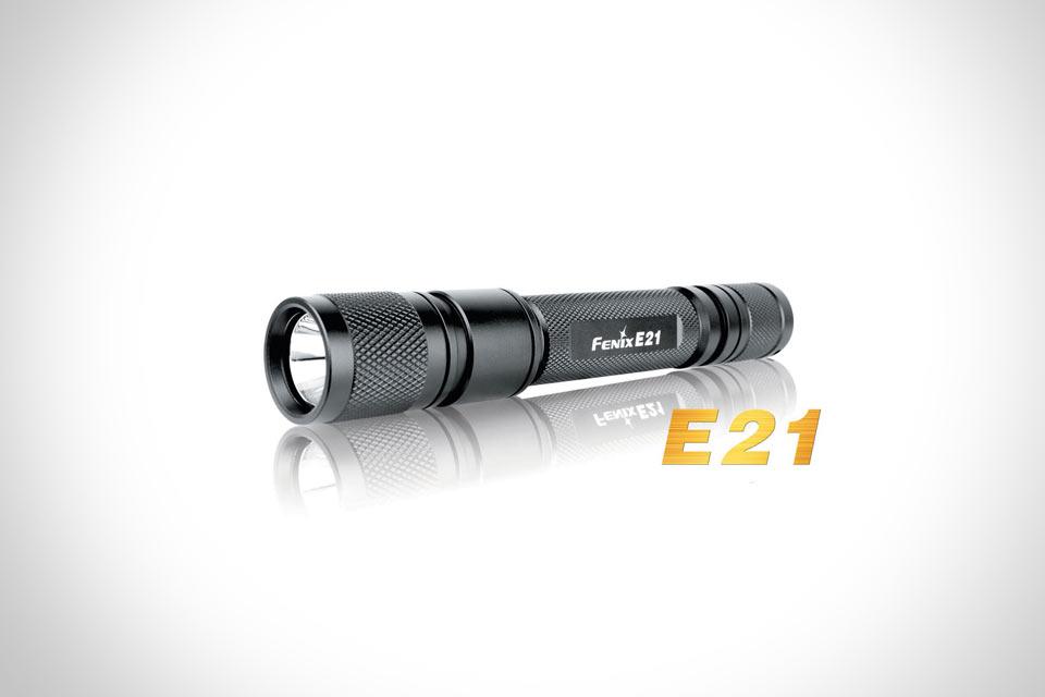 Долгоживущий и яркий фонарь Fenix E21