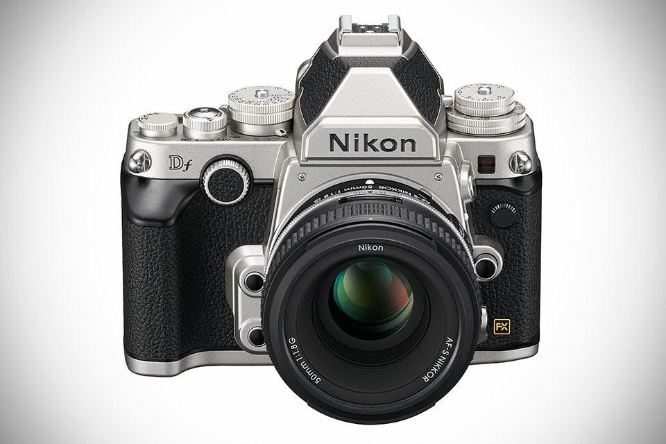 Полнокадровая камера Nikon Df  с пентапризмой и тру ретродизайном