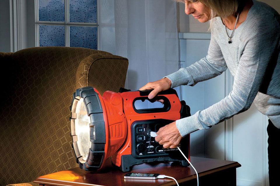 Мегафонарь и зарядная станция Rechargeable Spotlight & Power Pack