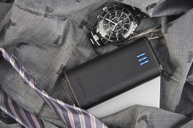 02-LUXA2-PL2-6000mAh-Leather-Ultra-Capacity-Power-Bank