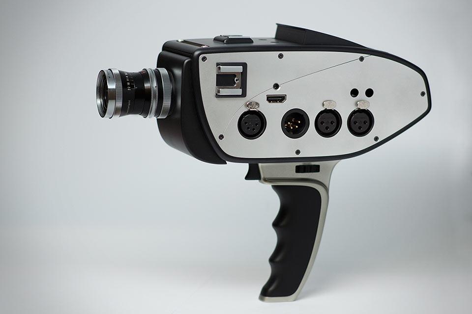 Профессиональная кинокамера  Bolex D16 в стиле ретро