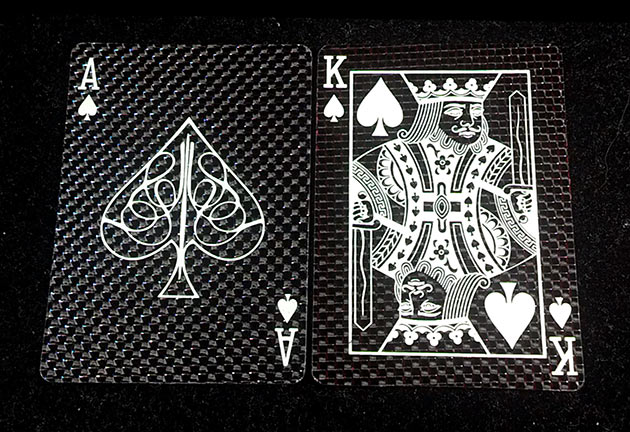 02-Carbon-Fiber-Playing-Cards