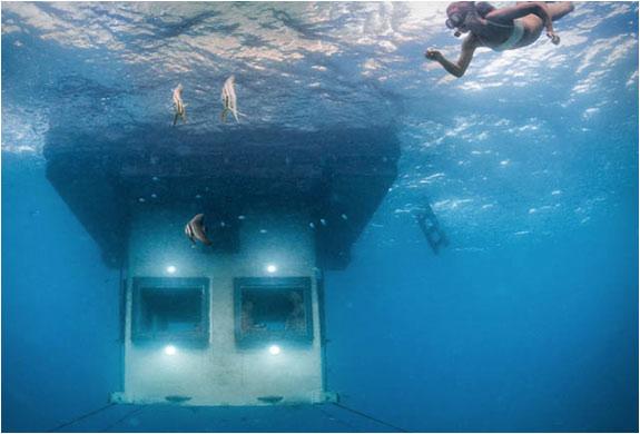 05-Manta-Underwater-Room