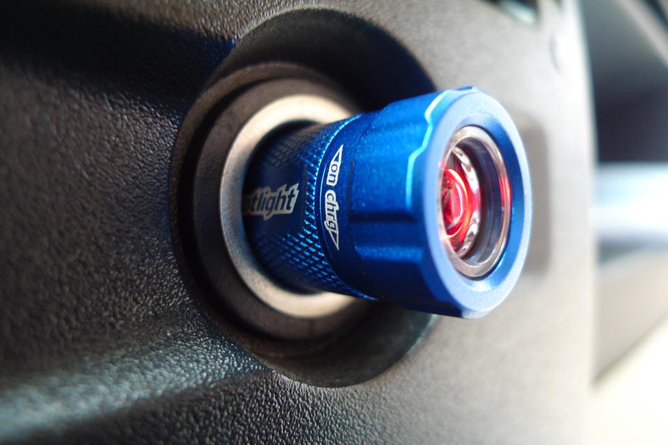 Мощный автомобильный светодиодный фонарик Turbo