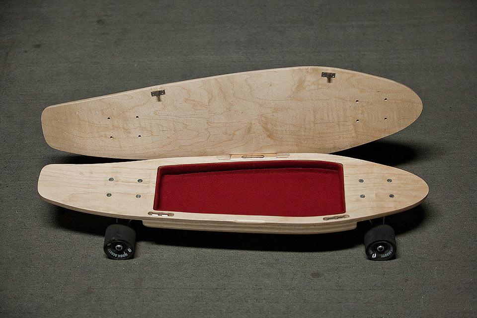 Скейтборд BriefSkate с отделением для личных вещей