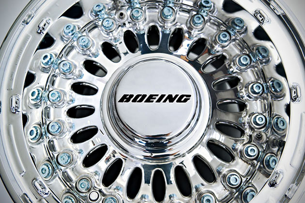 08-Boeing-777-Wheel-Coffee-Table