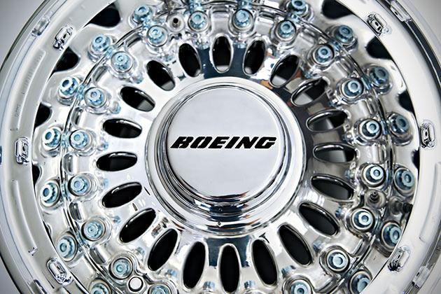 08-Boeing-777-Wheel-Coffee-Table