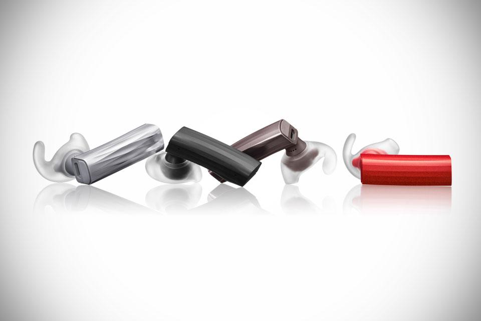 Гарнитура Jawbone Era, которая на 40% меньше предшественницы