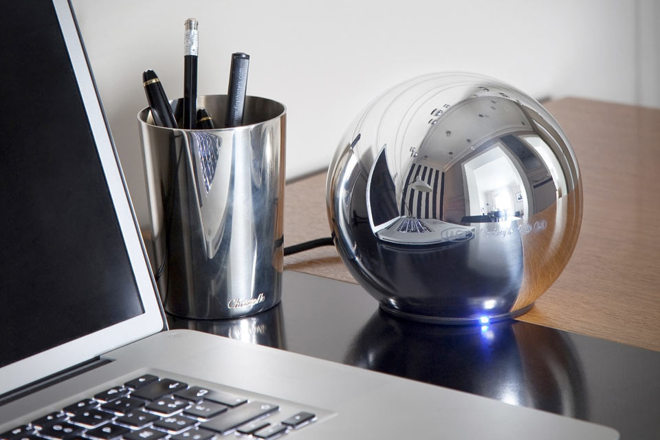 Сферический терабайтный накопитель LaCie Sphere из серебра