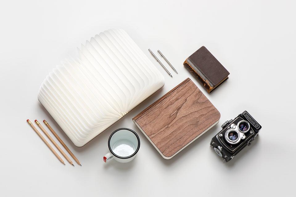 Раскладная лампа Lumio в форме книги