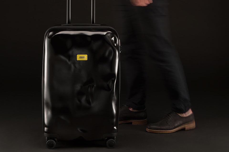 Побитые чемоданы Crash baggage для свирепых путешественников