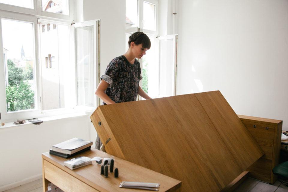 Стол-кровать Миры Шрёдер