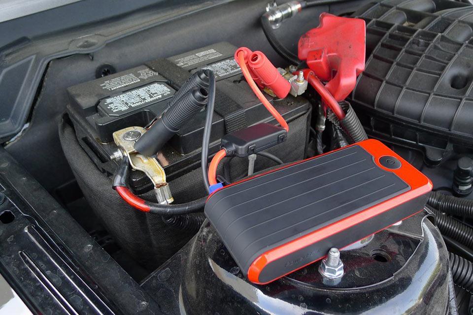 Внешняя батарея PowerAll для запуска двигателя автомобиля с севшей АКБ