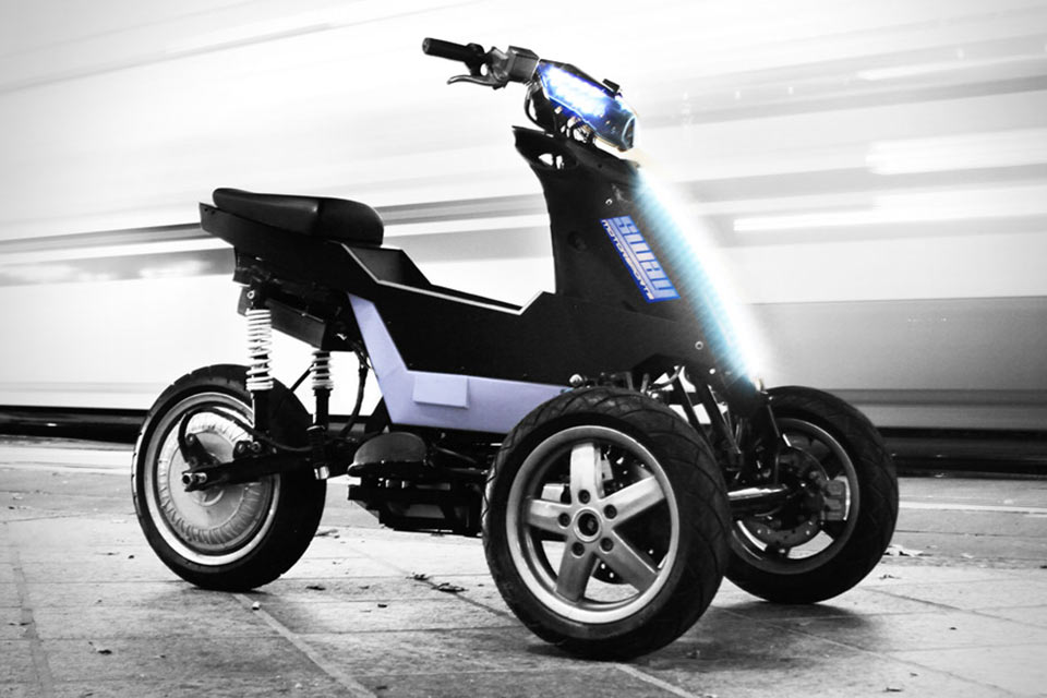 Электроцикл Sway с наклоняющимися во время поворота колесами