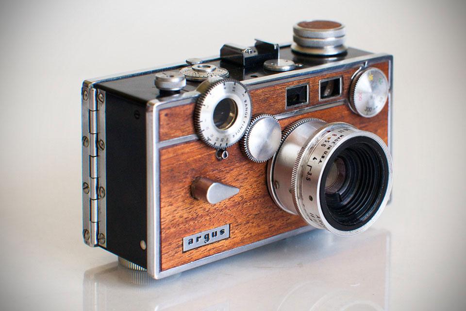 Пленочные ретро камеры Anchors & Anvils в корпусе из дерева и металла