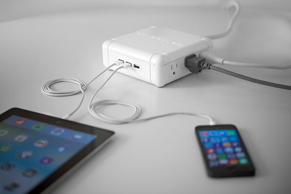 Электроудлинитель Powerqube с необычной формой и USB-портами