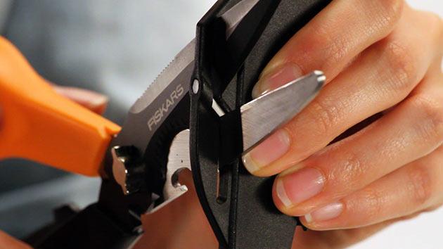 05-Fiskars-Cuts