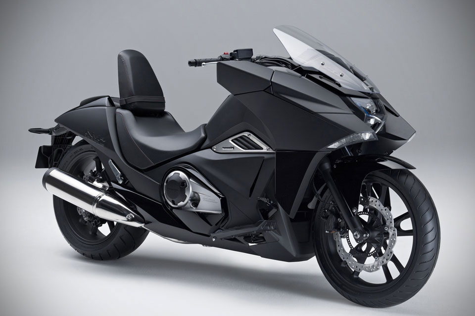 Футуристический мотоцикл Honda NM4 Vultus