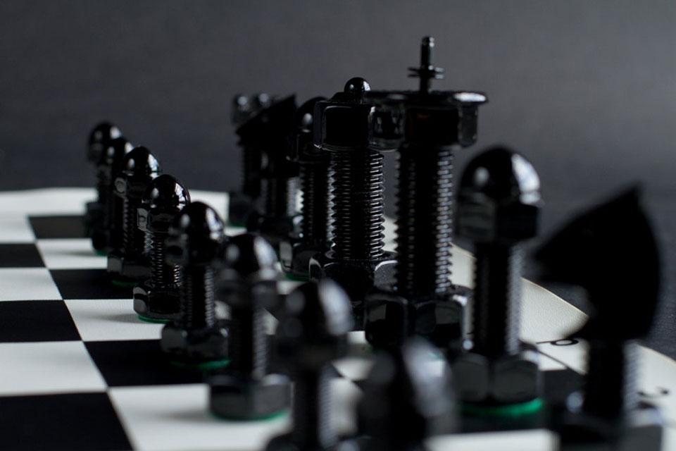 Шахматы Tool Chess Set в формате ящичка с инструментами