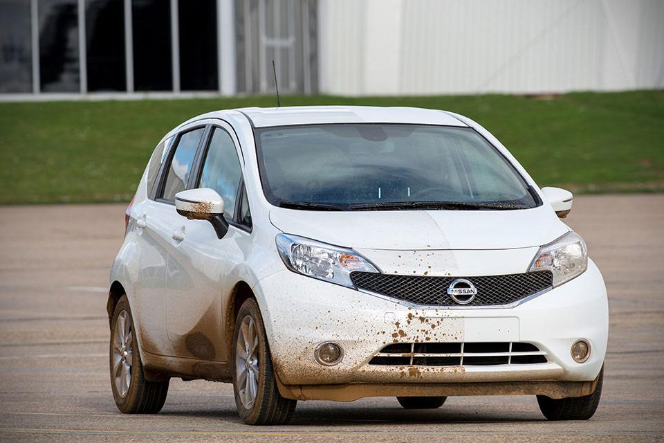 Самочистящаяся автомобильная краска Nissan Ultra-Ever Dry