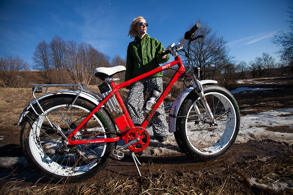 Велогибрид Eltreco с педалями и мотором