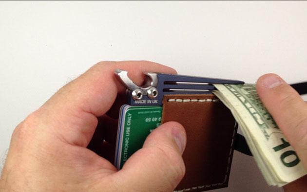 09-AJ-Wallet