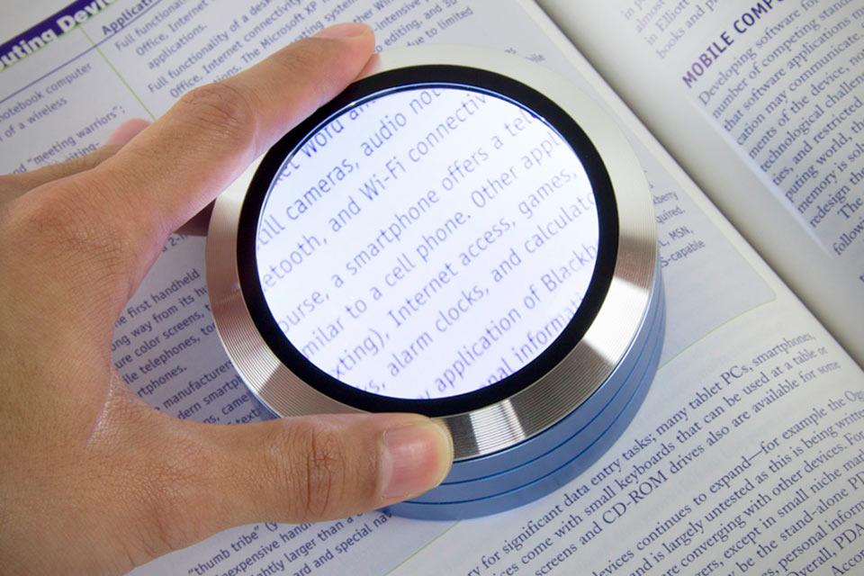 Пятикратное увеличительное стекло Satechi ReadMate со светодиодной подсветкой