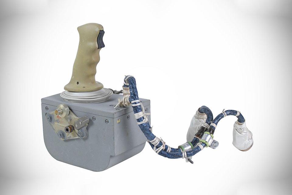Джойстик Apollo 15 Rotational Hand Controller для управления лунным модулем